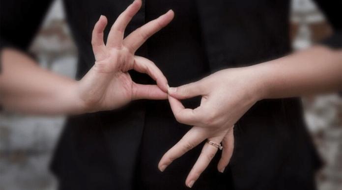 Nuevo convenio de apoyo a la enseñanza de la lengua de signos